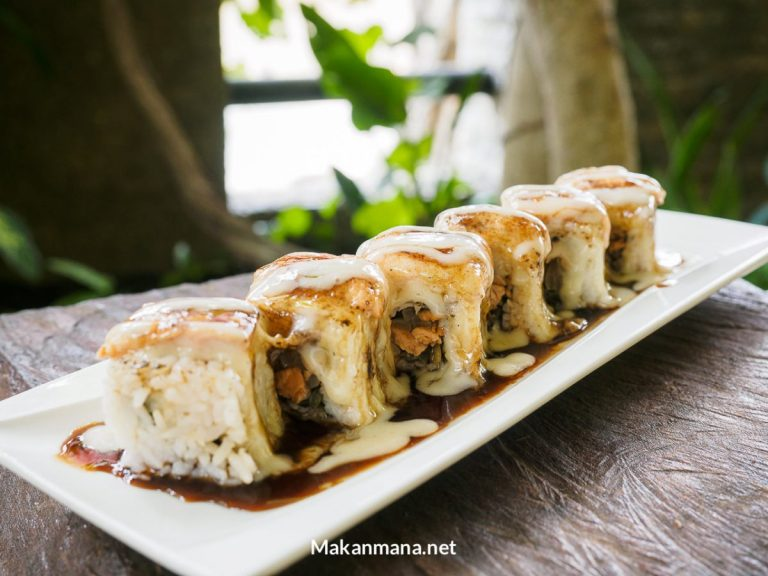 Aburi Salmon Roll (49rb)