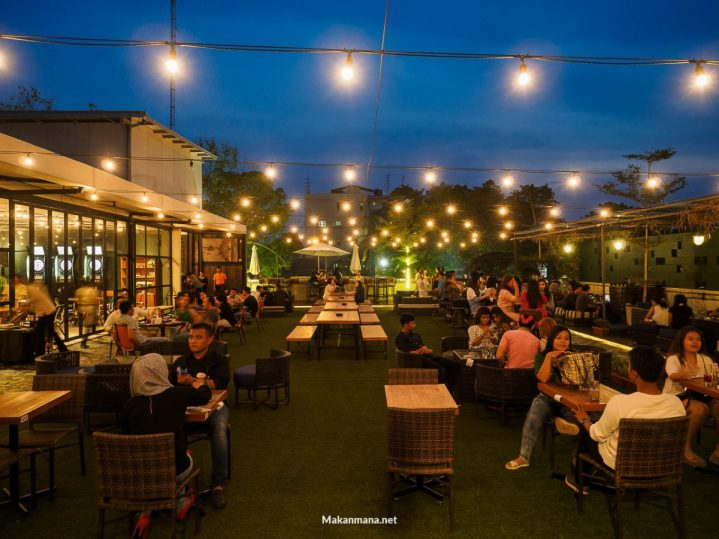 Level 02 roof top bar medan 11