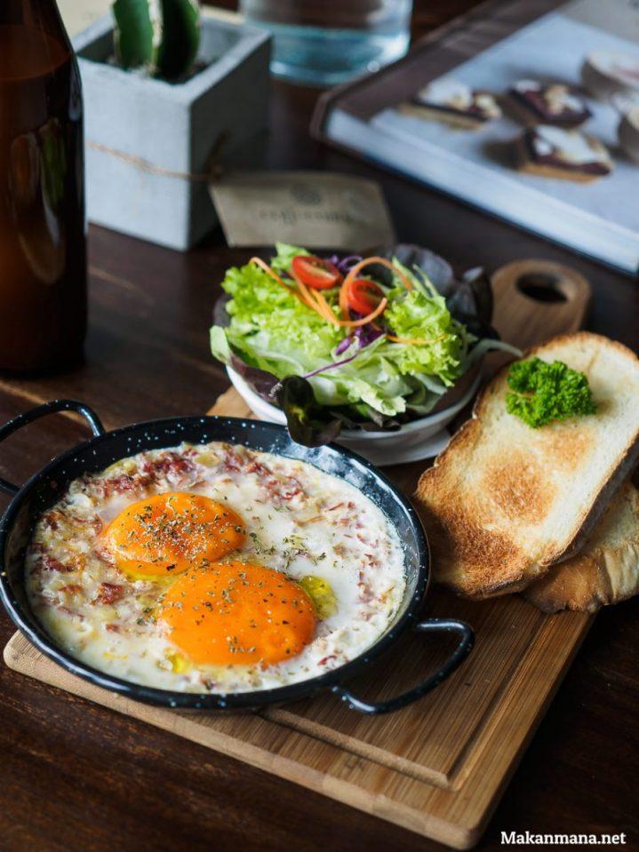 coffeenatics-baked-egg-with-bacon