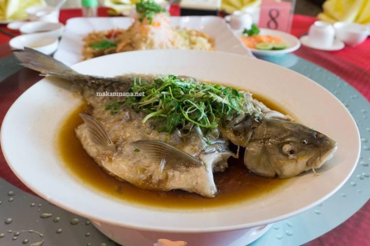 Cheng Beng - The Family Reunion at Hee Lai Ton Restaurant 10