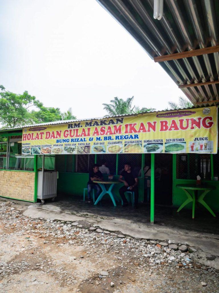 Menikmati Ikan Baung dan Holat yang segar di RM Bung Rizal & M. Br. Regar 3