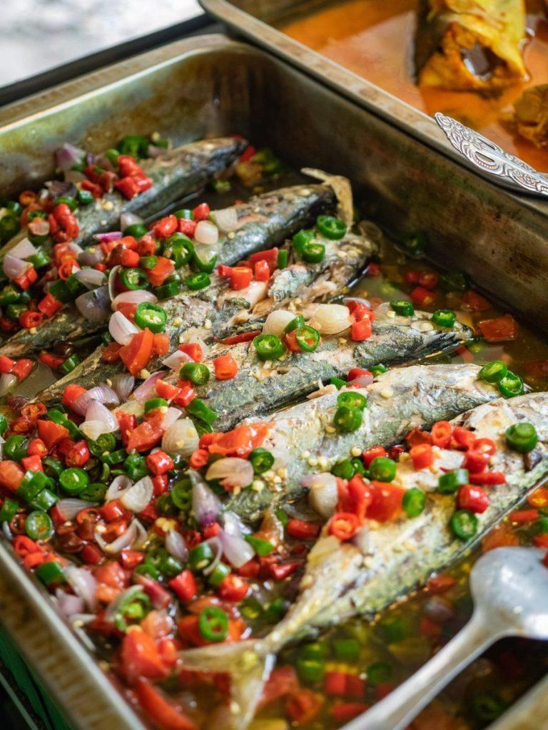 Menikmati Ikan Baung dan Holat yang segar di RM Bung Rizal & M. Br. Regar 6