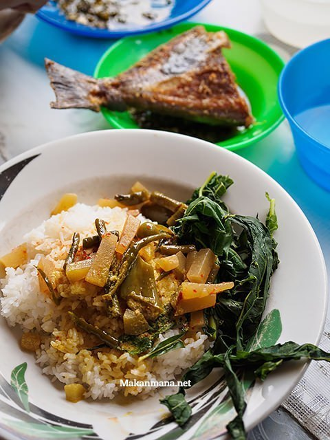warung nasi cabe ijo kejaksaan, ikan goreng.