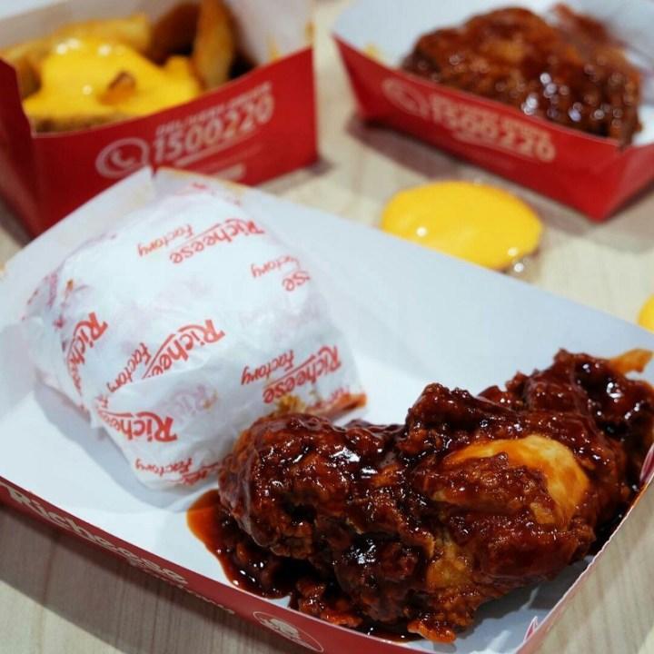 fire chicken richeese factory kuliner pedas medan