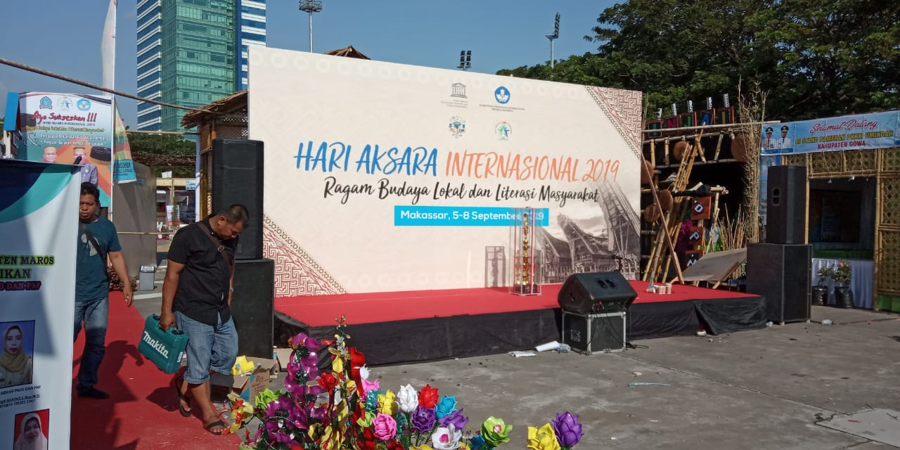 Jenis aksara yang dibahas adalah batak karo, simalungun, mandailing,. Dihadiri PKBM, Hari Aksara Internasional di Makassar
