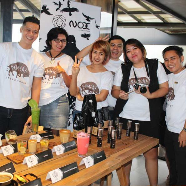 Tim dari DeMeat Steak House & NOX Coffee Boutique