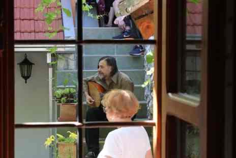 Edin Karamazov u Makovoj hiži