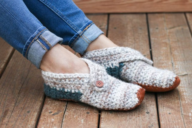 b987b9eae172bc Free Crochet patterns for shoes and slippers - Crafty Tutorials