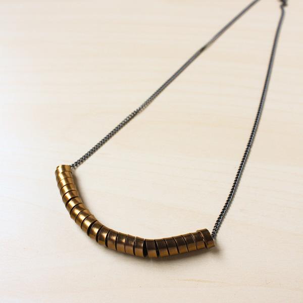 Curve Necklace