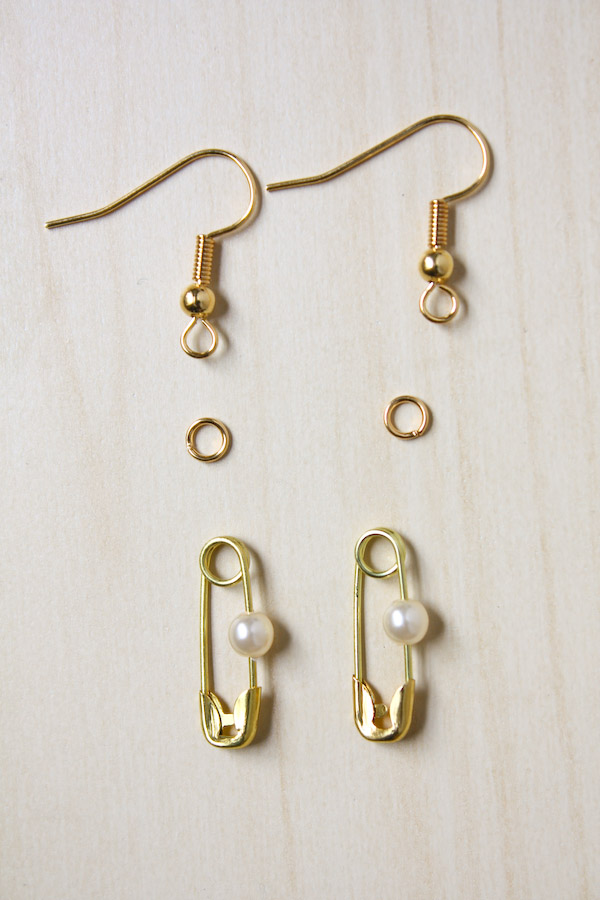 Safety Pin and Pearl Jewellery DIY Tutorial