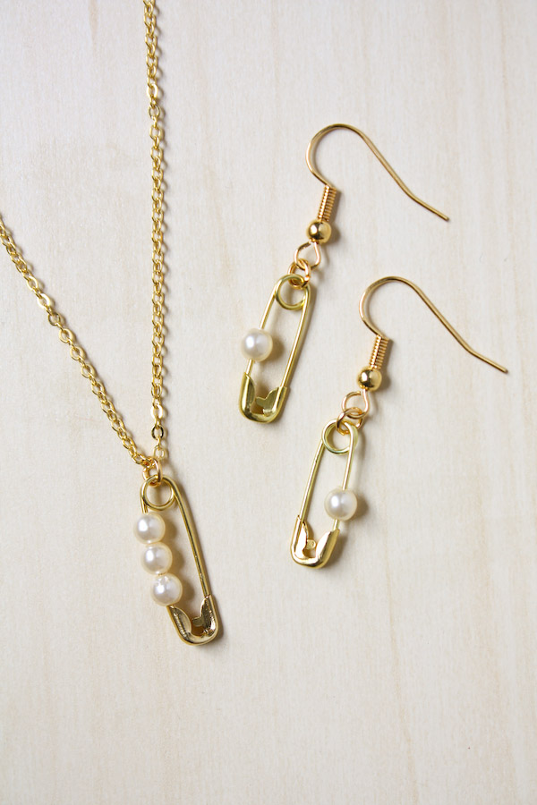 Safety Pin and Pearl Jewellery DIY Tutoria