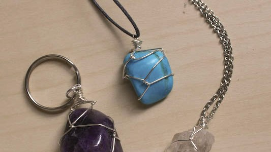 Wire Wrapping a Stone – Netting