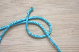 How to tie a simple sliding knot by Make and Fable