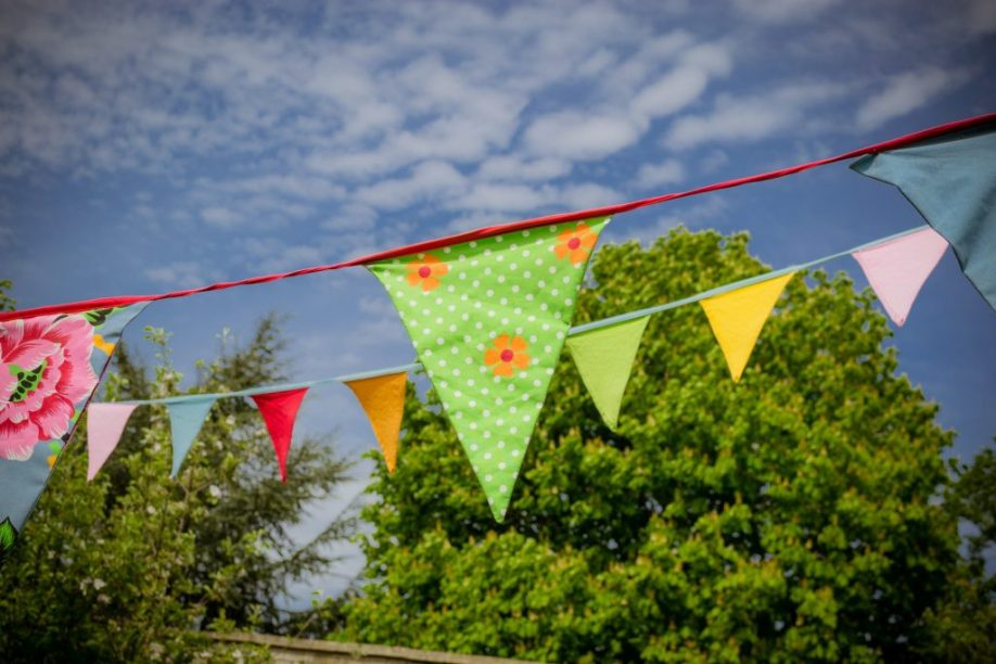 Use blank bunting template to create your own party decorations