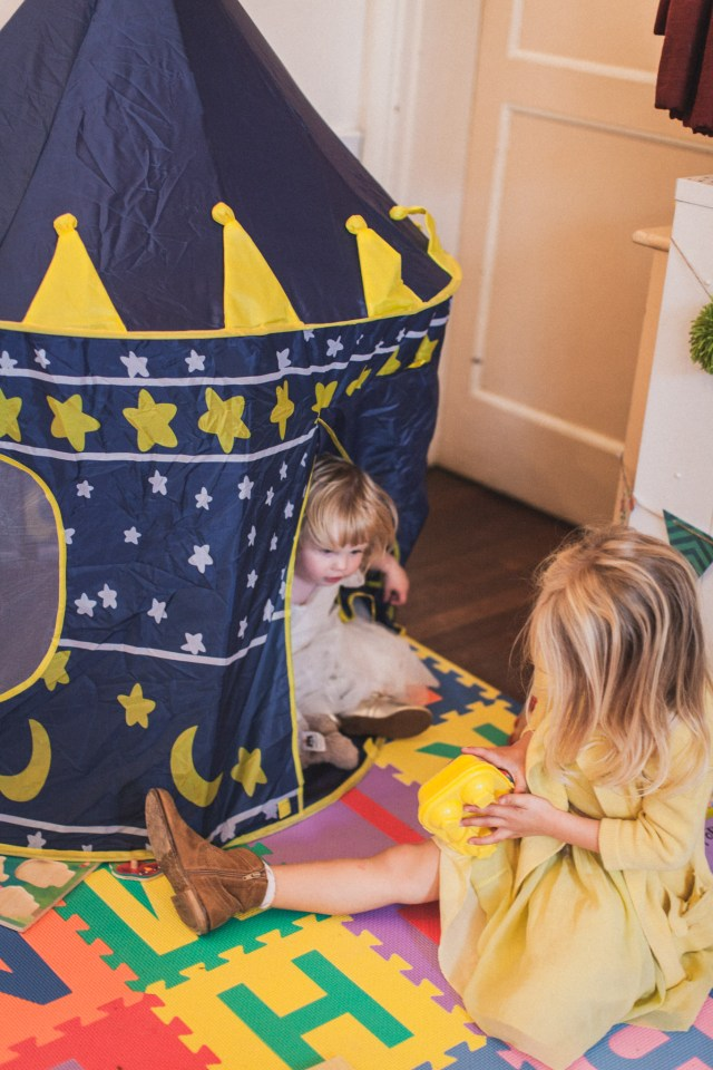 It was really important to me not to forget the children at our wedding. So I set up this little area for them to play (and they had pretty awesome activity tins too!)