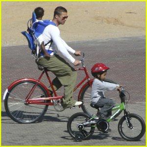 brad-pitt-bicycle