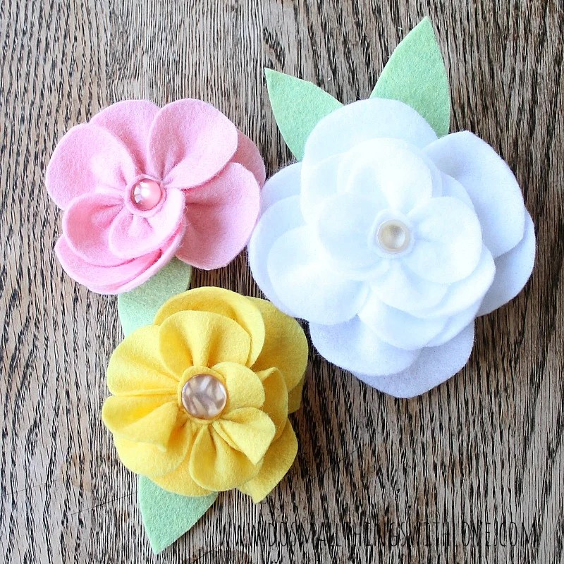 How to Make 30  Patterned Handmade Fabric Flowers  Step by Step DIY DIY Gathered Felt Flowers via Do Small Things With Love