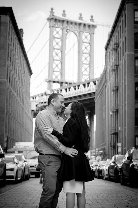 Brooklyn_Bridge_engagement_photo_08