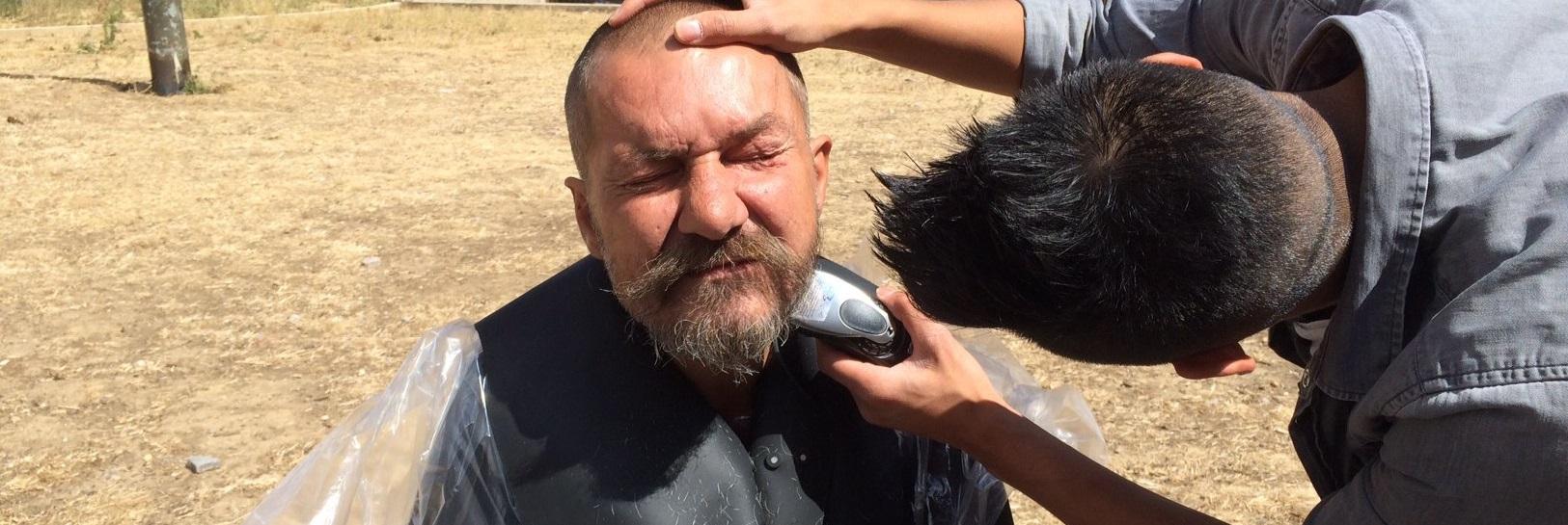 Rencontre avec « le coiffeur des sans-abris »