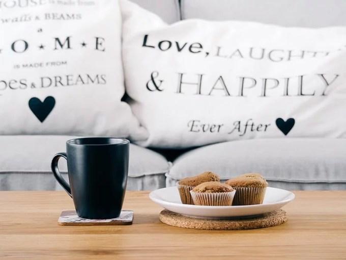 pillows apartment decor - Εσωτερική διακόσμηση του σπιτιού με οικονομική διάθεση