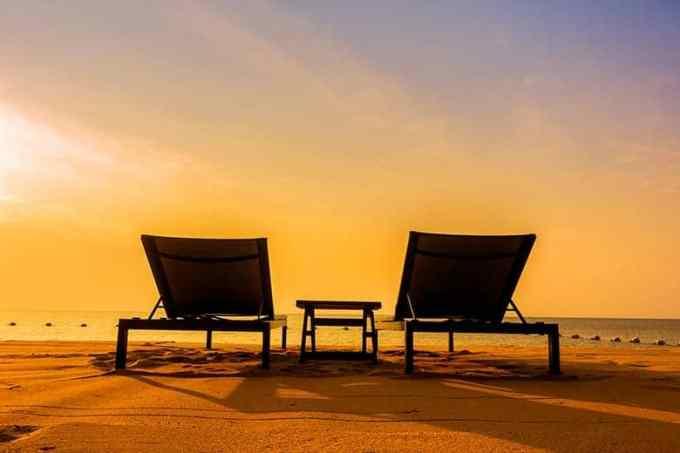 Καρέκλες Παραλίας στο Ηλιοβασίλεμα