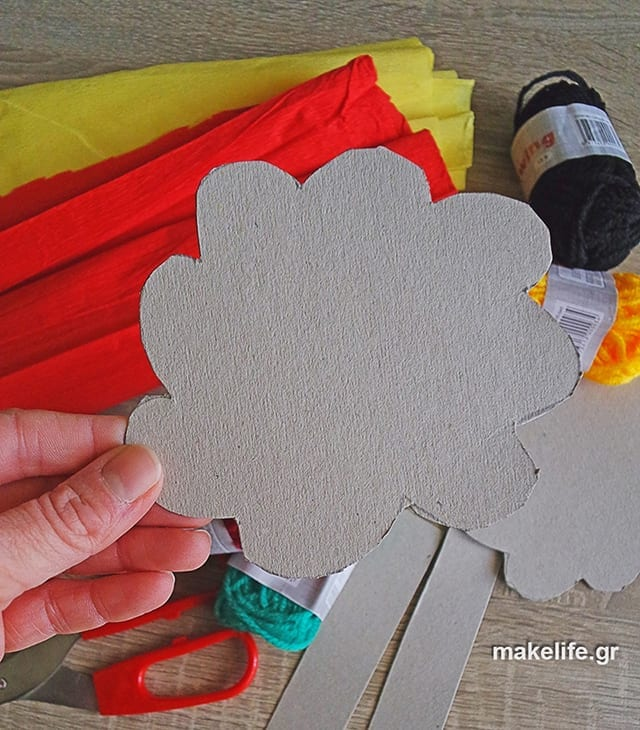 easy craft for kids with yarn - Παιδική κατασκευή με μαλλί πλεξίματος και χαρτόνι
