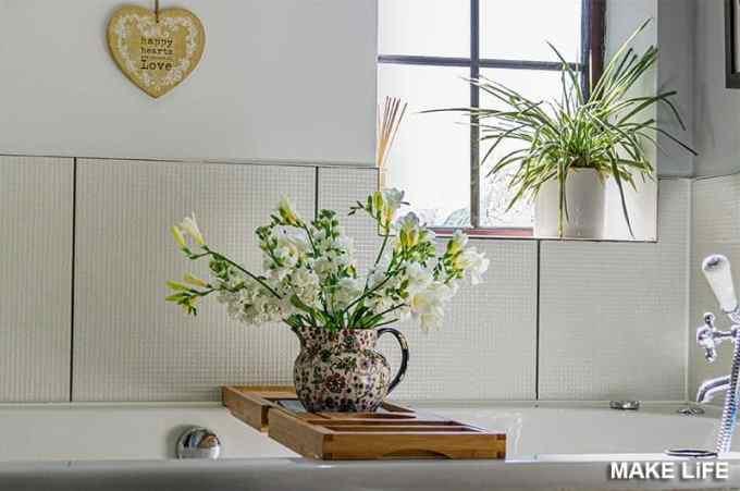 FLORAL BATHROOM - 7 ιδέες για την ανανέωση του μπάνιου με ελάχιστα χρήματα