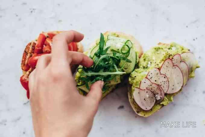 AVOCADO TOAST 7 IDEAS - Αβοκάντο τοστ: 7 γευστικοί συνδυασμοί για να το απολαύσεις