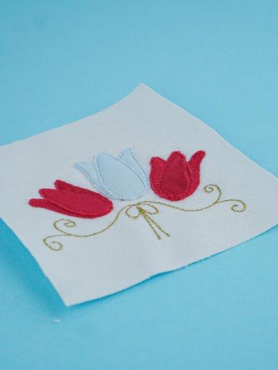 Stickdatei Tulpen mit Ornament