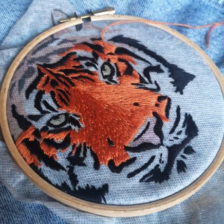 makemestitch kit broderie tigre
