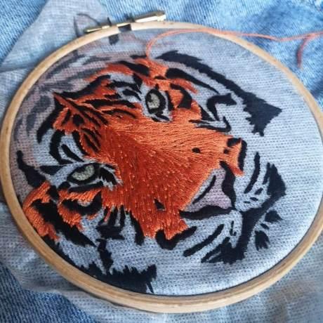 makemestitch kit broderie tigre