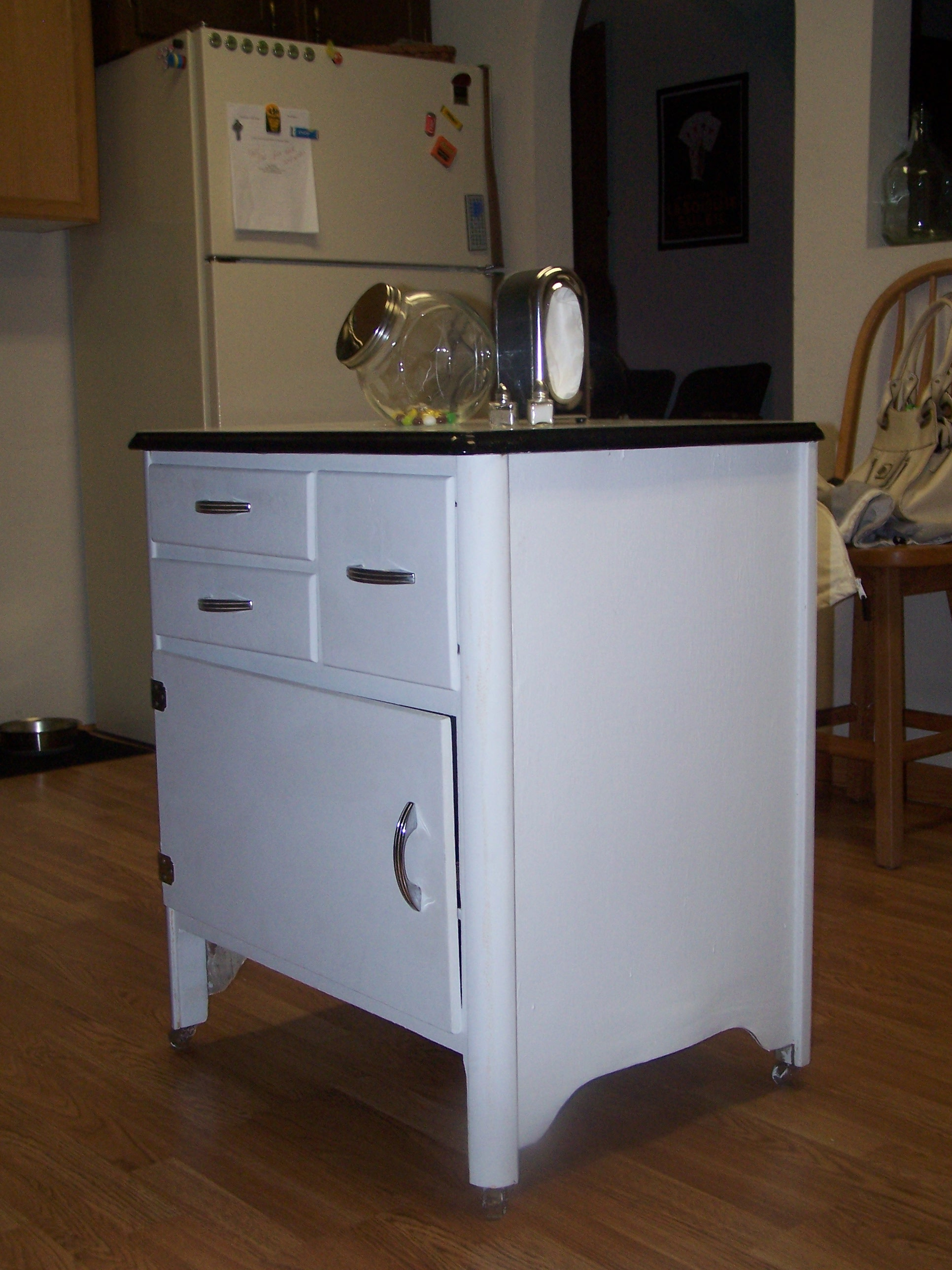 I love those old tin tops! It does have one chip we would like to fix, but overall... Cute! What do you think?