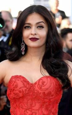 Sshwarya red dress look