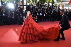 ash-red-dress-cannes-e