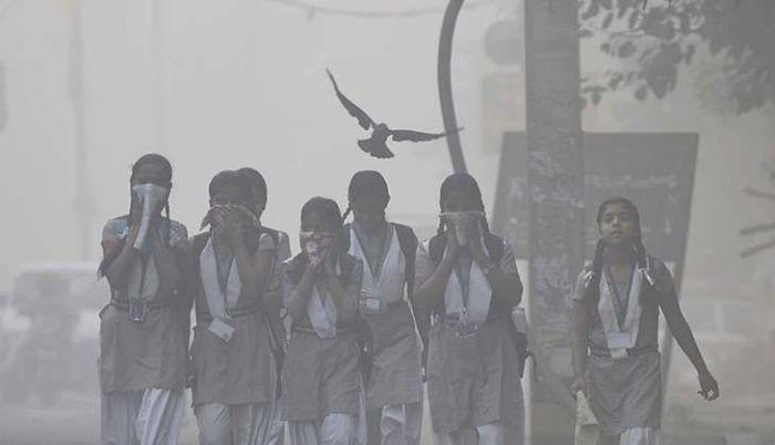 दिल्ली गैस के चैंबर में तब्दील हो गई है