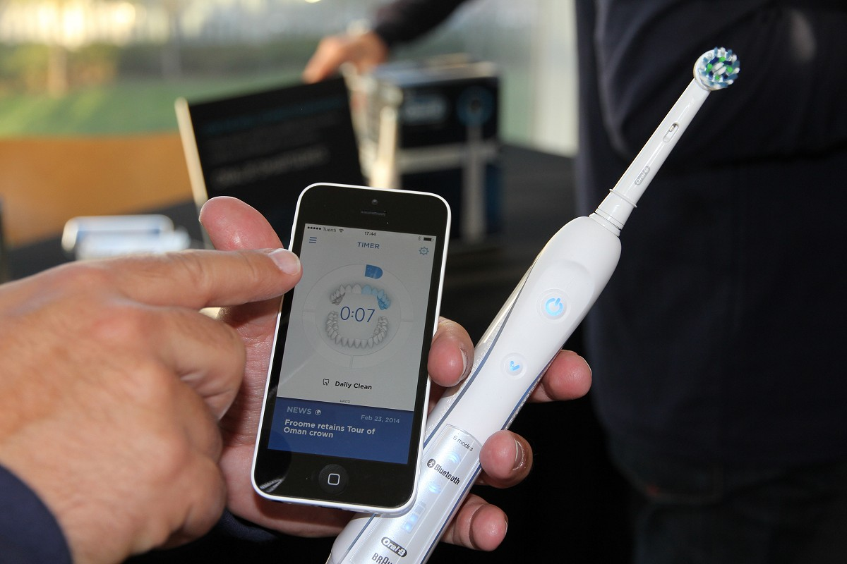 ORAL-B PRO 7000 WHITE LO SPAZZOLINO SMART CHE SI CONNETTE AD IPHONE