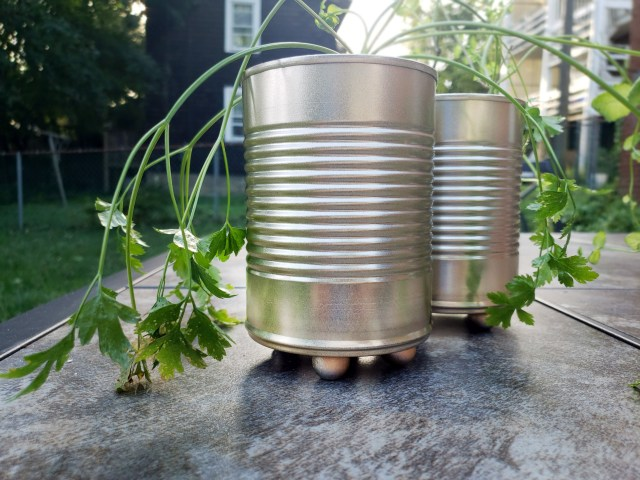 diy planter from upcycled tin cans