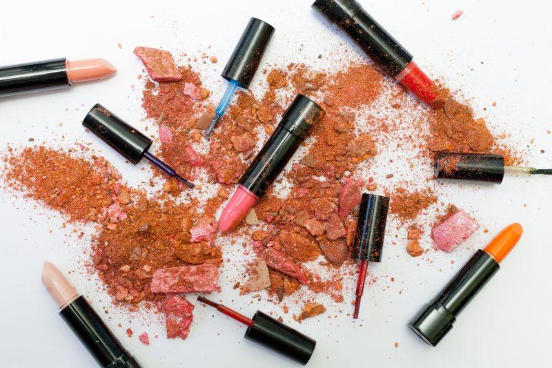 lipstick expire