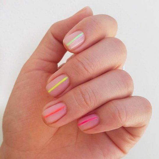 маникюр с полосами для коротких ногтей