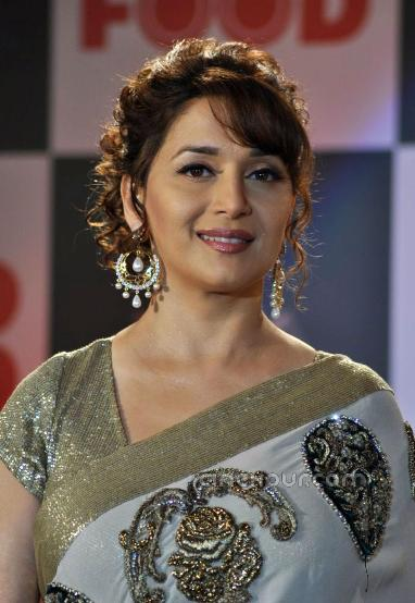 Different Hairstyles To Try With Sarees