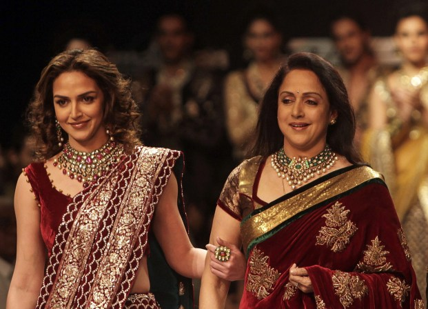 Best Saree Gifting Guide For Mother's Day!