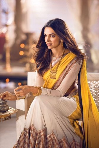 Look your best in a saree! Style hacks to make you look super hot in the traditional wear!
