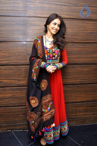 How To Wear 9 Colours Of Navratri 2018 In The Most Trendy Way!