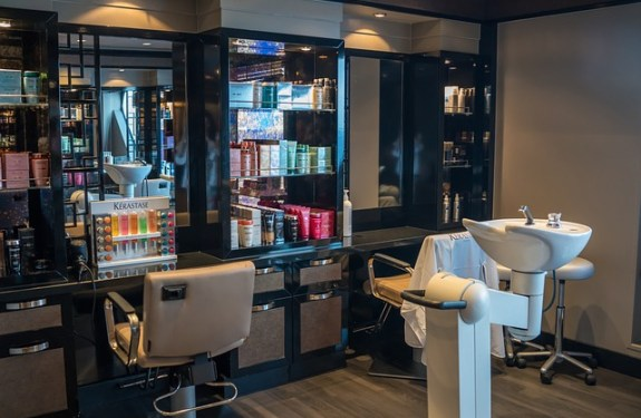 How to Start Beauty Parlour in India