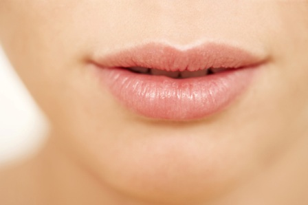 10 Best Natural Ways to Moisturize Dry Lips
