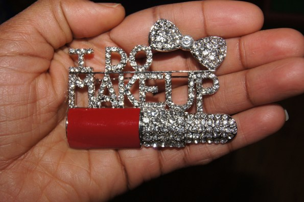 I do Makeup Brooch
