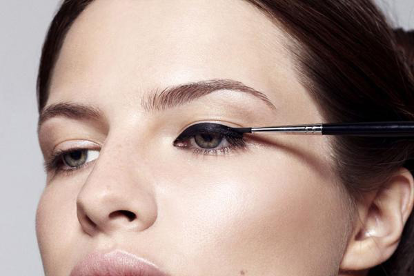 How To Apply Liquid Liner Like A Boss