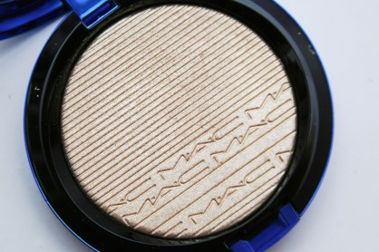 MAC Extra Dimension Skinfinish Oh Darling Review Metallic Golden Highlighter