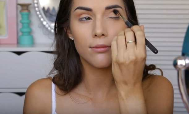 Use bronzer on the eyes | Glowing Drugstore Makeup Tutorial For Spring & Summer