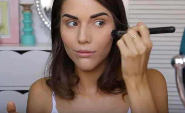 Apply highlighter | Glowing Drugstore Makeup Tutorial For Spring & Summer